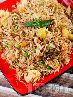 Пиле Биряни - пилаф с ориз, картофи, пилешки гърди, зеленчуци и оризово фиде (спагети - нудълс) на тиган - снимка на рецептата